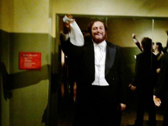 مغني الاوبراء  الايطالي الشهير Luciano Pavarotti