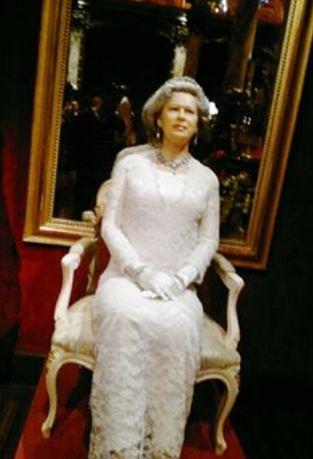 الملكة ايلزابيث