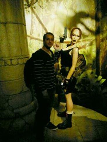 انا ولعبتي المفضلة تومب رايدر - انجلينا جولي